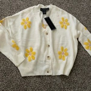 🌼🌼Adorable flower Sweater 🌼🌼size M